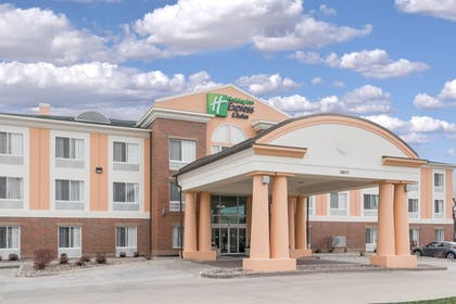 Exterior | Holiday Inn Express & Suites Ames
