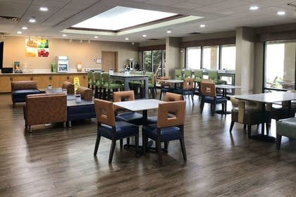 Dining | Quality Inn & Suites University