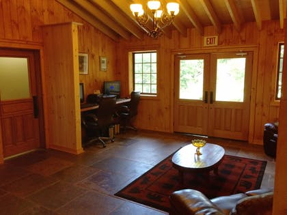 Business Center | The Smokehouse Lodge and Cabins
