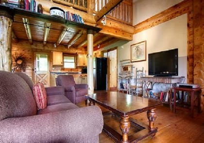 Living Area | The Smokehouse Lodge and Cabins