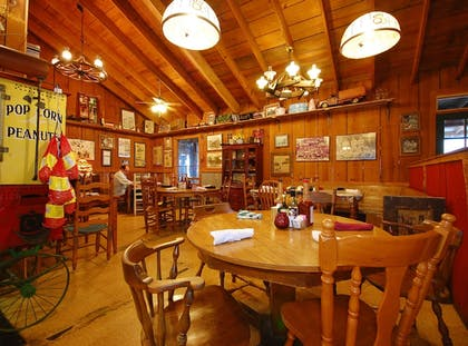 Restaurant | The Smokehouse Lodge and Cabins