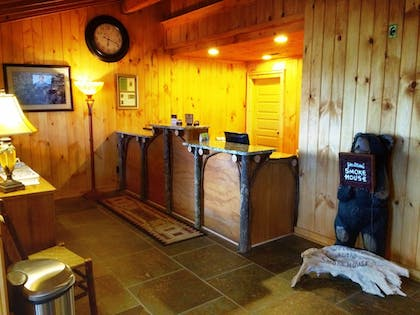 Interior Entrance | The Smokehouse Lodge and Cabins