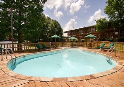 Outdoor Pool | The Smokehouse Lodge and Cabins