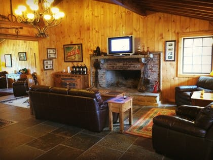 Lobby Sitting Area | The Smokehouse Lodge and Cabins