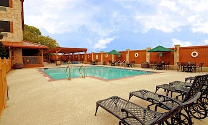 BBQ/Picnic Area | Best Western Dinosaur Valley Inn & Suites
