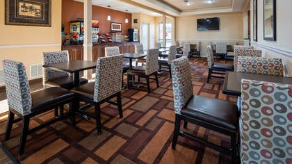 Breakfast Area | Best Western Plus Lubbock Windsor Inn