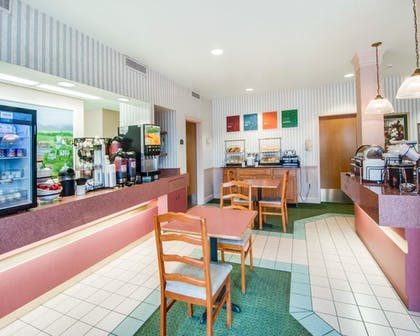 Breakfast Area | Comfort Inn Airport