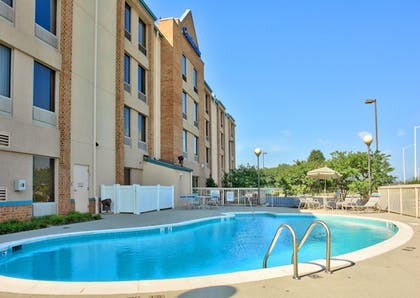 Outdoor Pool | Comfort Inn Airport