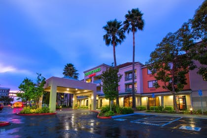 Featured Image   Courtyard by Marriott Oakland Airport