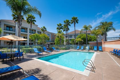 Outdoor Pool   Courtyard by Marriott Oakland Airport