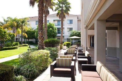 Terrace/Patio   Courtyard by Marriott Oakland Airport
