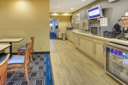 Restaurant | TownePlace Suites by Marriott Raleigh Cary-Weston Parkway