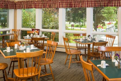 Restaurant | Golden Eagle Resort