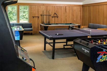 Game Room | Golden Eagle Resort