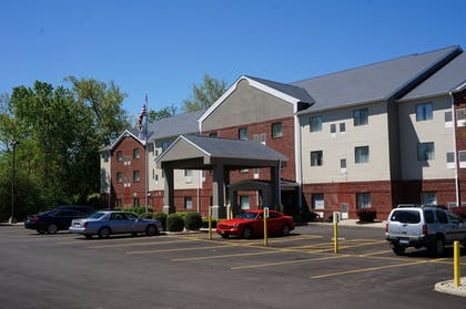 Parking | BEST WESTERN Executive Suites - Columbus East