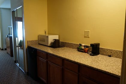 Guestroom | BEST WESTERN Executive Suites - Columbus East