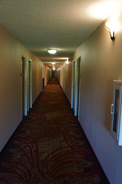Hallway | BEST WESTERN Executive Suites - Columbus East