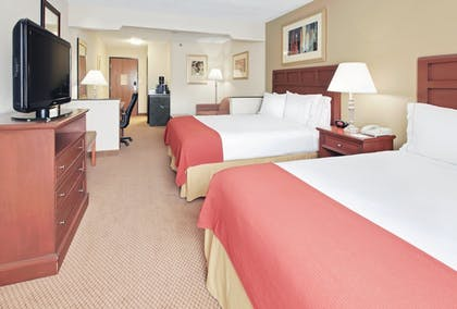 Room | Holiday Inn Express Hotel & Suites