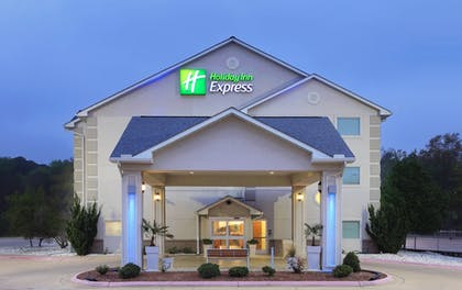 Exterior | Holiday Inn Express Hotel & Suites