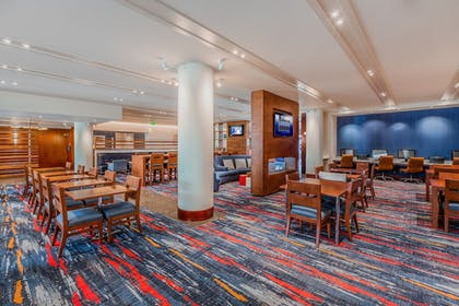 Lobby | Holiday Inn Express and Suites Fisherman's Wharf