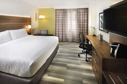 Guestroom | Holiday Inn Express and Suites Fisherman's Wharf