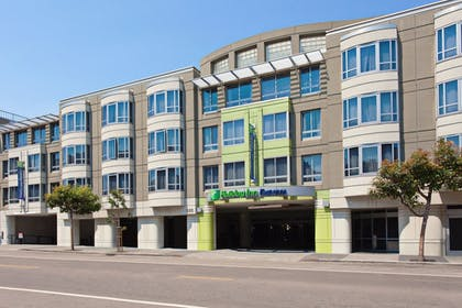 Featured Image | Holiday Inn Express and Suites Fisherman's Wharf