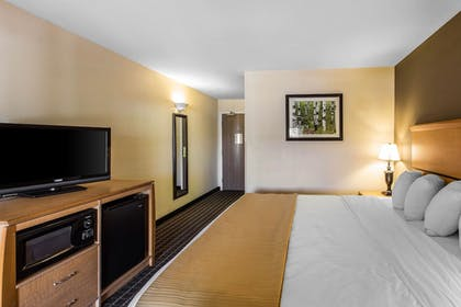 Guestroom | Quality Inn & Suites Summit County