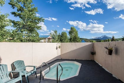 Pool | Quality Inn & Suites Summit County