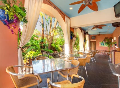 Outdoor Dining | Tahitian Inn