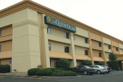 Featured Image | La Quinta Inn by Wyndham Indianapolis Airport Executive Dr