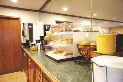 Dining | La Quinta Inn by Wyndham Indianapolis Airport Executive Dr
