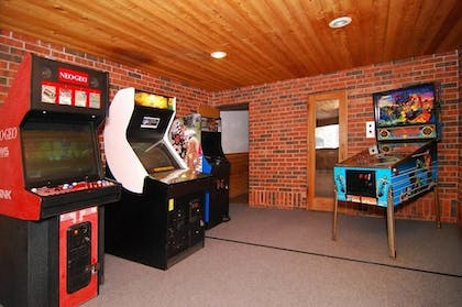 Arcade | Econo Lodge Inn & Suites Bettendorf