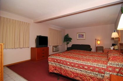 Guestroom | Econo Lodge Inn & Suites Bettendorf