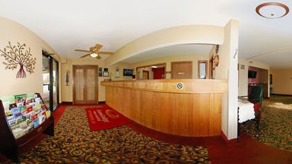 Reception | Econo Lodge Inn & Suites Bettendorf