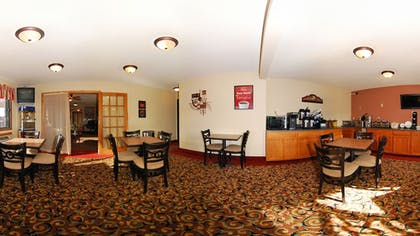 Breakfast Area | Econo Lodge Inn & Suites Bettendorf