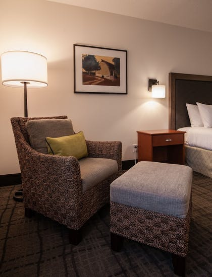 Guestroom | Best Western Plus University Park Inn & Suites