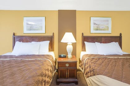 Guestroom | Apple Tree Inn