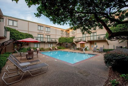 Outdoor Pool | Cabot Lodge Jackson North - a Red Lion Hotel