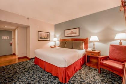 Guestroom | Cabot Lodge Jackson North - a Red Lion Hotel