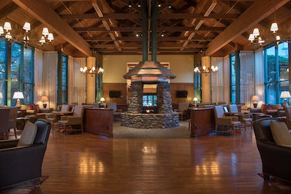 Lobby Lounge | Cabot Lodge Jackson North - a Red Lion Hotel