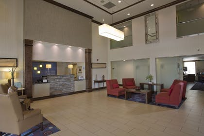 Lobby | Holiday Inn Express New Albany