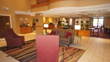 Lobby Sitting Area | Wingate by Wyndham Chattanooga