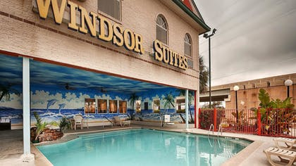 Pool | Best Western Windsor Suites