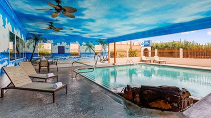 Outdoor Pool | Best Western Windsor Suites