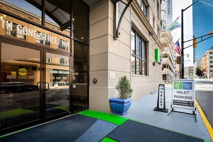 Exterior | Holiday Inn Express and Suites Atlanta Downtown