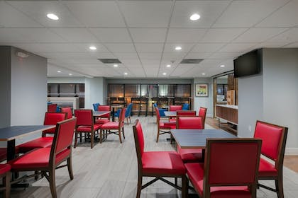 Restaurant | Holiday Inn Express and Suites Atlanta Downtown
