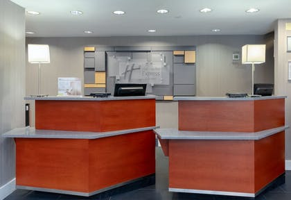 Lobby | Holiday Inn Express and Suites Atlanta Downtown