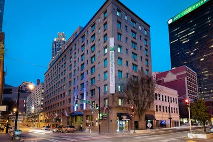Featured Image | Holiday Inn Express and Suites Atlanta Downtown
