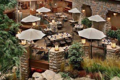 Cafe   Chateau On The Lake Resort Spa and Convention Center