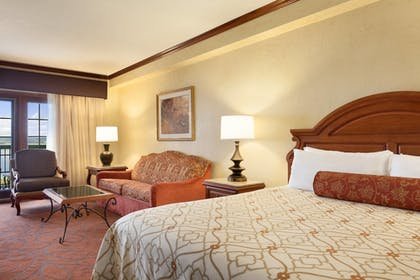 Guestroom   Chateau On The Lake Resort Spa and Convention Center